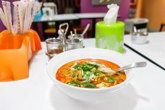 Том Yum Thale - суп с морепродуктами стоковые фотографии rf