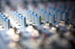 Тональнозвуковая смешивая консоль для радио и широковещания ТВ Стоковые Фотографии RF