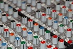 Тональнозвуковые ручки и кнопки ядрового смесителя Стоковые Фото