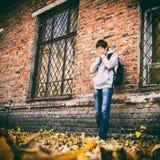 Грустный молодой человек на открытом воздухе стоковое фото rf