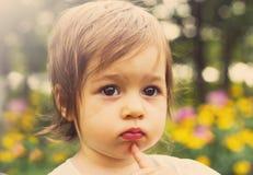Тонизированный портрет милый думать ребенка внешний Стоковые Изображения RF