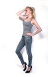 Тонкая девушка в студии, составе в восточном стиле, изоляте Стоковое Изображение