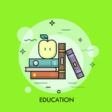 Тонкая линия концепция образования с книгами и яблоком Стоковые Фотографии RF