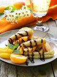 Тонкие блинчики (crepes) с персиками Стоковая Фотография