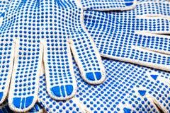 Тонкие перчатки работы с голубыми цыпками закрывают вверх Стоковое фото RF