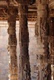 Тонкость каменной скульптуры штендера в зале виска Стоковая Фотография