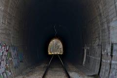 Тоннели и железные дороги Свет на конце тоннеля Стоковые Изображения