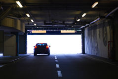 тоннель автомобиля идущий Стоковые Изображения RF