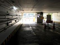 Тоннель автостоянки входа и станция кассира стоковые фотографии rf