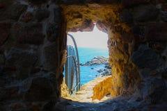 Тоннель к морю Стоковая Фотография