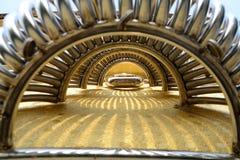 Тоннель с золотым полом стоковые изображения
