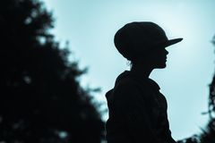 Тон сини профиля крупного плана шляпы девушки Стоковые Изображения