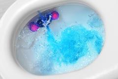 Топить шара туалета стоковое изображение rf