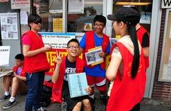 Топить, NY: Подросток с знаками протеста стоковое изображение rf