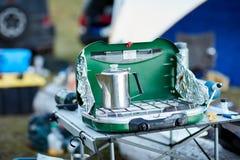 Топление бака кофе нержавеющей стали на горелке Стоковое Изображение