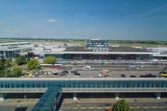топливозаправщик ruzyne республики prague 2012 деятельностей в апреле авиапорта a319s airbus многодельный чехословакский заправля Стоковые Фотографии RF