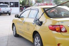 Топливо refill таксомотора Таиланда на топливе station01 Стоковые Фотографии RF