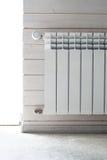 Топление панели с регулятором жары Белый радиатор стоковые фотографии rf