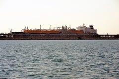 Топливозаправщик метана набережной, который нужно discharge Стоковые Изображения
