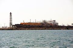 Топливозаправщик метана набережной, который нужно discharge Стоковое Изображение RF