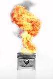 Топливо горя na górze поршеня двигателя Горящее пламя огня на поршене двигателя Стоковое Изображение RF