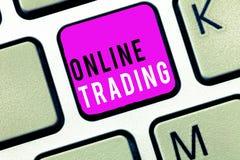 Торговая операция текста почерка онлайн Смысл концепции покупая и продавая имущества через платформу интернета брокерства стоковые фото