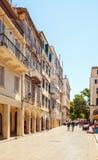 Торговая улица Liston старого города с старыми домами, Corf Стоковые Фото