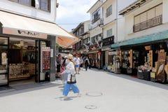 Торговая улица Omotesando в Miyajima Стоковое Фото