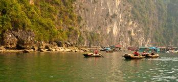 торговцы halong залива Стоковые Изображения RF