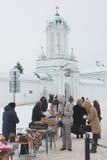 Торговые сувениры около монастыря в Ростове Стоковая Фотография