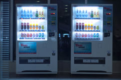 Торговый автомат на ноче Стоковые Фото