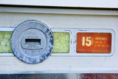 торговый автомат шлица монетки старый Стоковая Фотография