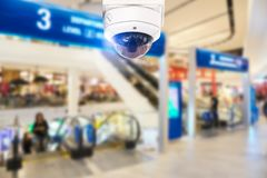 Торговый центр камеры слежения CCTV на расплывчатой предпосылке Стоковое Изображение