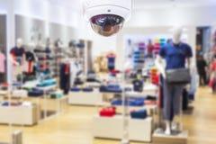 Торговый центр камеры слежения CCTV на расплывчатой предпосылке Стоковые Фото