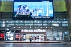Торговый центр на ноче в Zhuhai, Китае Стоковые Фото