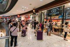 Торговый центр Tung Chung выхода CityGate людей Стоковое Фото