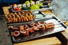Торгуйте в еде улицы, мясе, хлебобулочных изделиях, барбекю на празднике Стоковые Фото