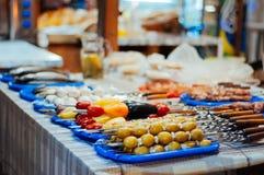 Торгуйте в еде улицы, мясе, хлебобулочных изделиях, барбекю на празднике Стоковые Изображения RF