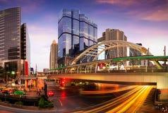 Торгуйте ночой города на Бангкоке Таиланде, сцене ночи современного ci Стоковое Изображение