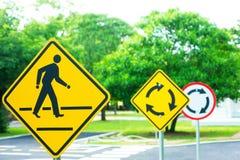 Торгуйте перекрестками подпишите & символы на нагрузке Стоковое Изображение