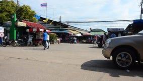 Торгуйте посещением дороги и людей и идти на рынок Rong Kluea акции видеоматериалы