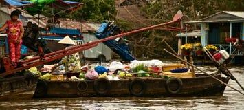 Торгующ на реке, перепад Меконга, Вьетнам Стоковое Фото