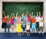Торжество детей скача восторженная концепция счастья Стоковые Фото