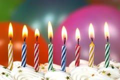 Торжество с свечами и тортом воздушных шаров Стоковая Фотография