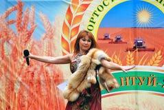 Торжество Sabantui в Москве Женщина певицы на этапе Стоковые Изображения RF