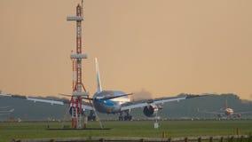 Тормозить Боинга 787 Dreamliner мухы TUI сток-видео