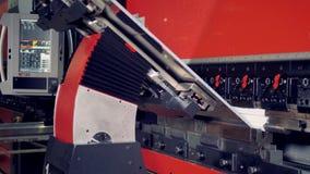 Тормоз прессы с пневматической передней поддержкой гнет нержавеющую сталь видеоматериал