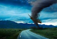 Торнадо на дороге Стоковые Изображения RF