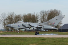 Торнадо RAF Panavia касаясь вниз во время тренировки флага Frisian Стоковое Изображение RF