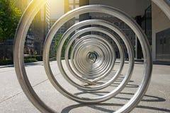 Торонто городской, шкафы велосипеда на заходе солнца Стоковое Изображение